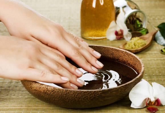 luxury-spa-manicure